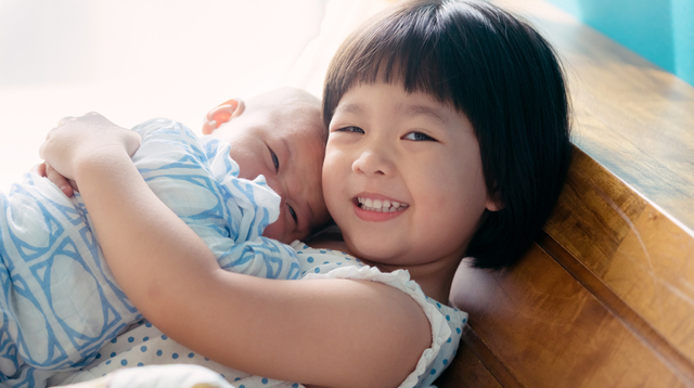 Sleep Expert: 4 Tips To Put A 2-Year-Old And Newborn To Bed If You're On Your Own