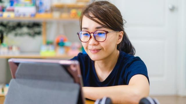 Balak Bumalik Sa Trabaho? LinkedIn Introduces Job Titles Like 'Stay-at-Home Mom' 'Homemaker'