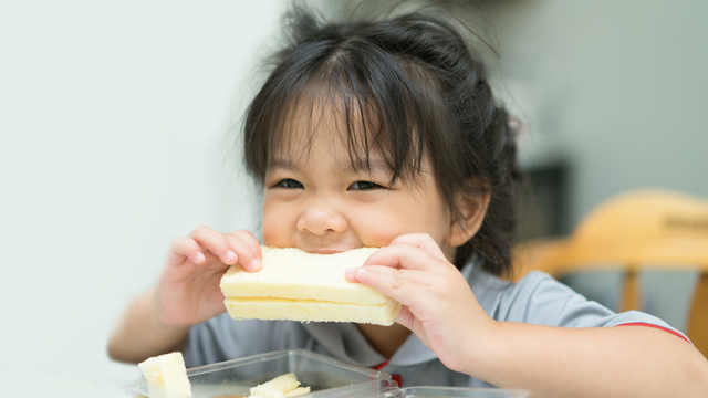 Here's An Activity To Help Your Toddler About Shapes That's Fun (And Edible!)