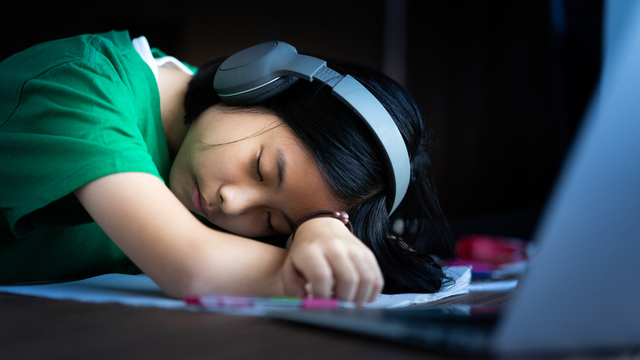 Experts Share How To Help Your Teen Cope With Distance Learning Fatigue