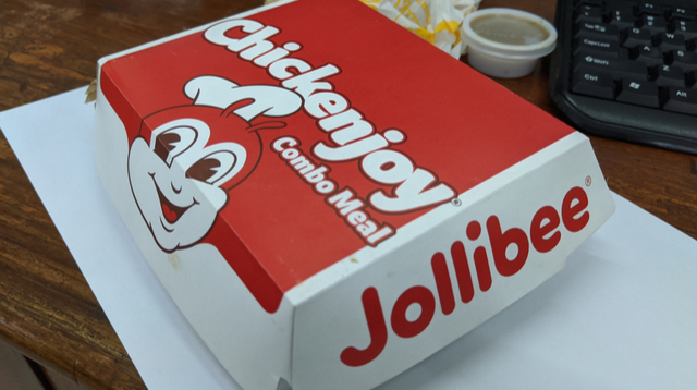 This Is How Jollibee Prepares The Famous Chickenjoy, According To Former Crew Members