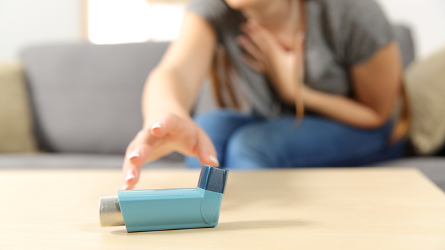 3 Signs That Your Asthma Could Be Worsening, According To A Doctor