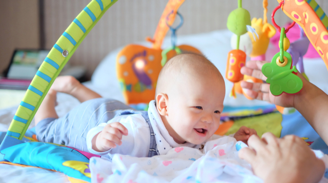 7 Simple Activities To Help Hone Your Baby's Fine Motor Skills In Their First Year