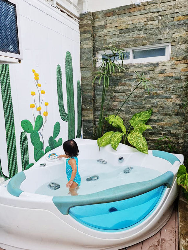 A jacuzzi as seen in the container van rest house