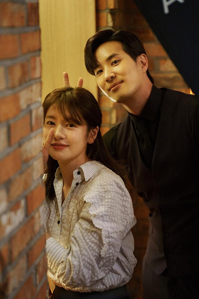 Jung So Min as Na Young-won and Kim Ji Suk as Yoo Ja Sung