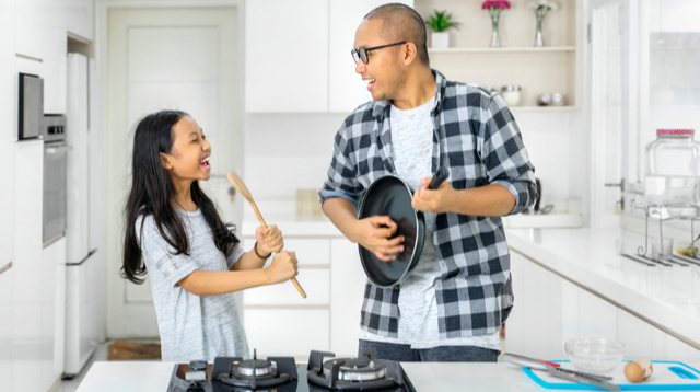 Mom, Don't Take It Against Dad If He And Your Daughter Become 'Allies'