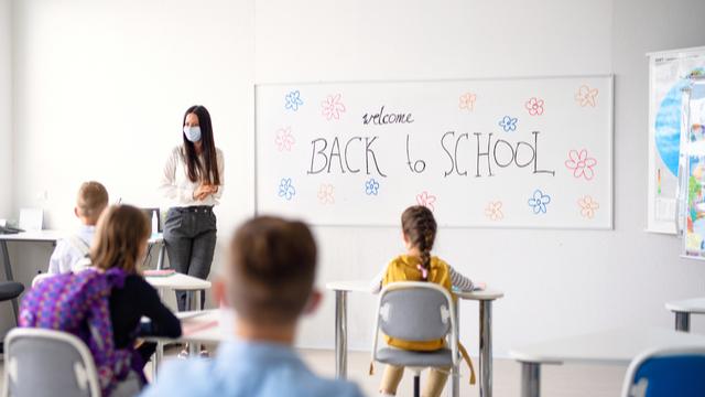Nagkaroon Ng COVID-19 Outbreak Sa U.S. Elementary School Dahil Sa Hindi Bakunadong Teacher