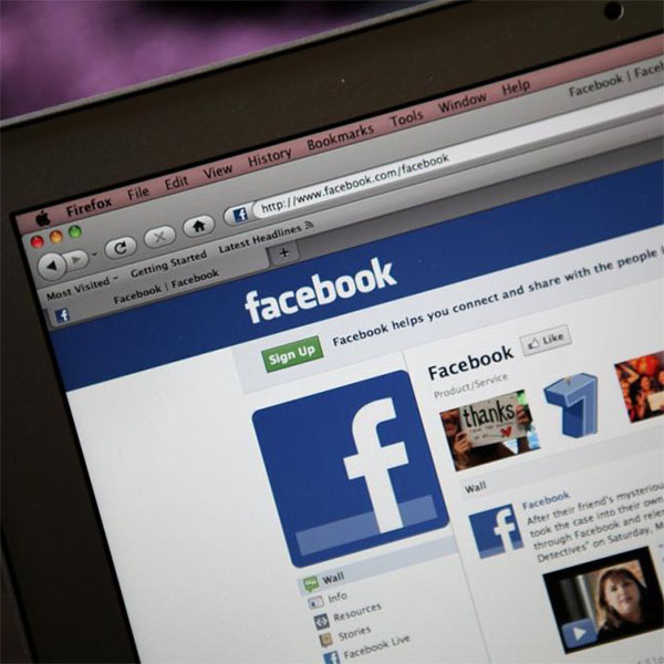 Woman Uses Facebook to Divorce Husband