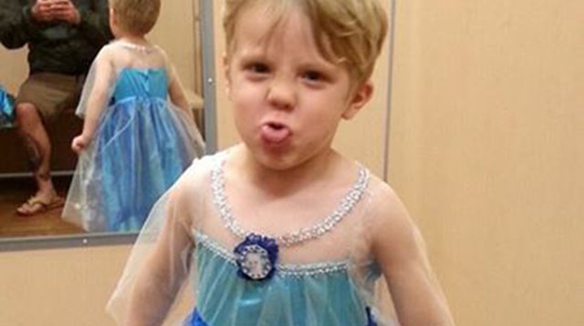Little Boy Wanted to Be Queen Elsa For Halloween: See What His Dad Did