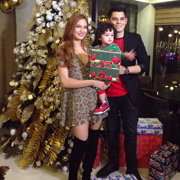 In Photos: 10 Celebrity Moms and their Christmas Trees