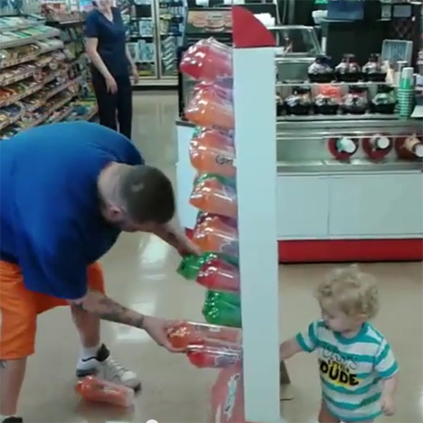 This Made our Day: Plastic Cups Keep Dad and Toddler Busy