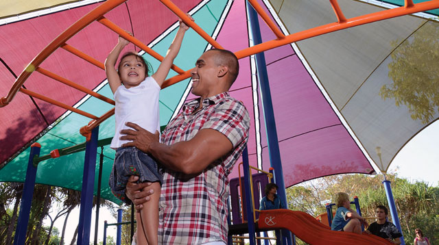 "Regular ""Daddy Day"" Can Help Make Kids Happier"