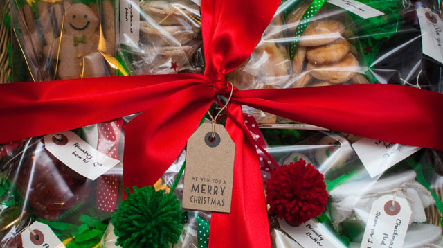 15 Things Your Gift Basket of Goodies Should Include