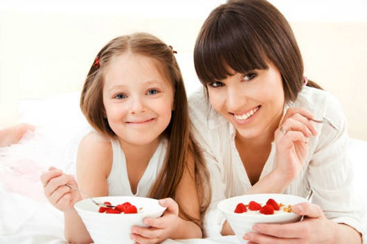 mom and child eating berries