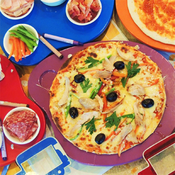Make-Your-Own-Pizza Buffet Introduces Kids to A Diversity of Flavors
