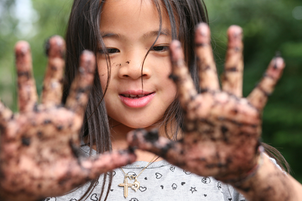 Child with dirty hands