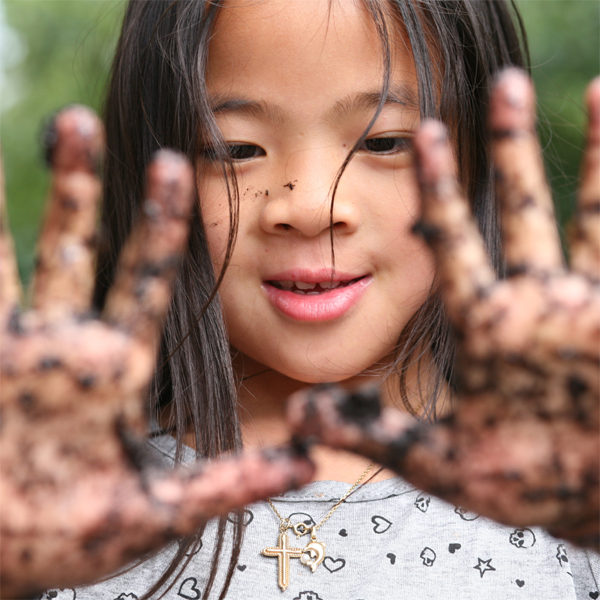 How Much Bacteria Is On An 8-year-old's Hands? THIS Much