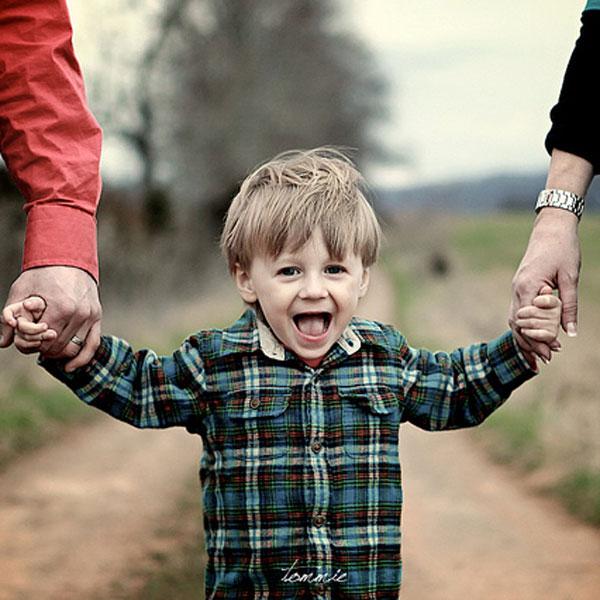 Less Controlling Parents Raise Happier Children, Study Says