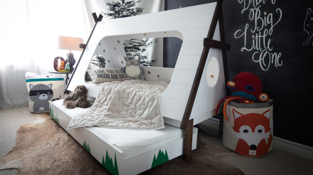 This Beautiful Tent-Style Bed was Built From Scratch by a Mom