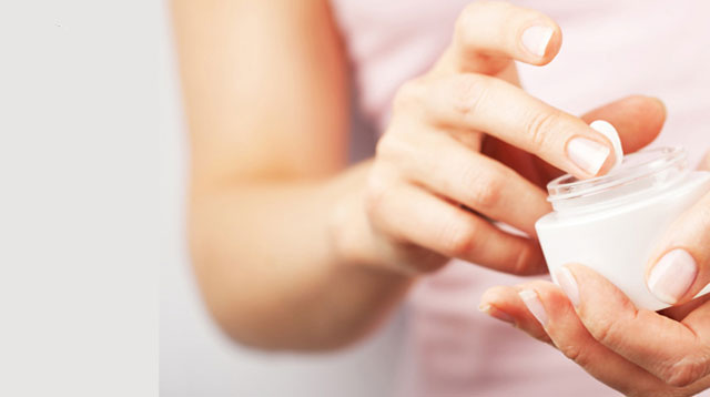 7 Beauty Tricks With Petroleum Jelly That Go Beyond Lip Balm