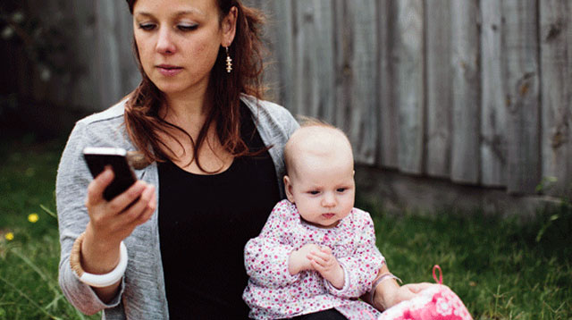 Phone-distracted Parenting Can Hinder Baby's Brain Development