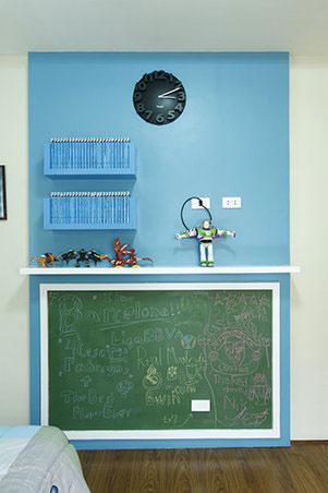 kids room free-standing shelves