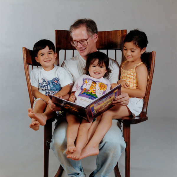 Dad Builds a Special Rocking Chair So He Could Read to His 3 Children All at the Same Time