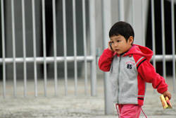 kid using cellphone