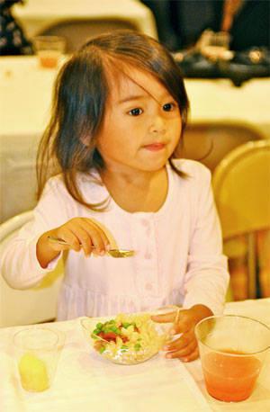 kid eating veggies