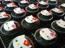 hello_kitty_cupcakes_ci.jpg
