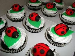ladybug_cupcakes_ci.jpg