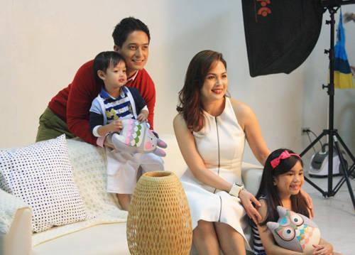 Judy Ann Santos-Agoncillo with family