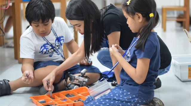 coding for kids kids on floor