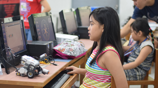 coding for kids girl on computer