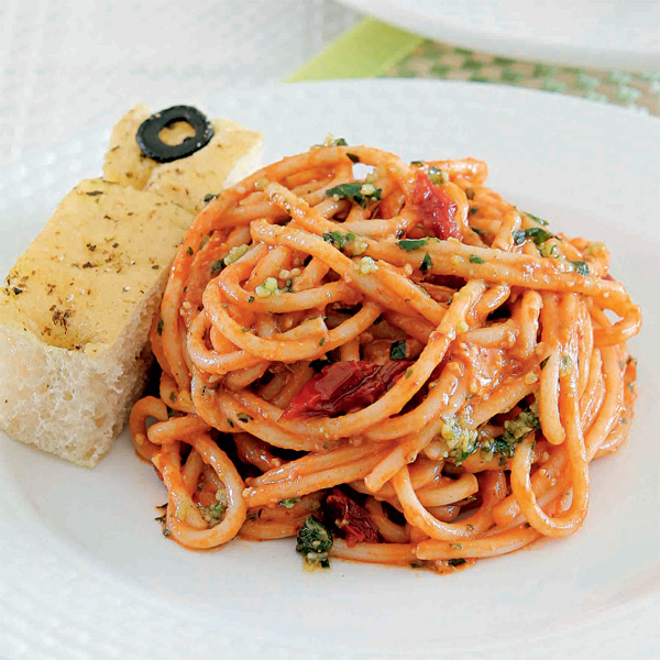 Weekend Recipe: Tomato-Pesto Pasta