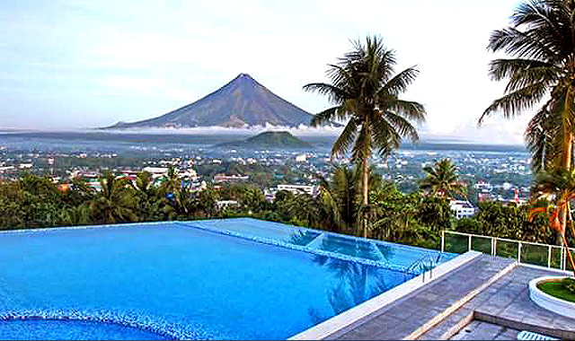 10 resorts around the philippines with beautiful infinity for Pool design philippines