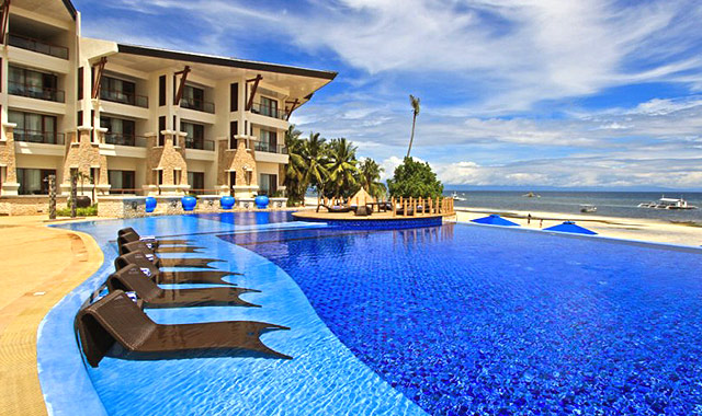 10 Resorts Around The Philippines With Beautiful Infinity