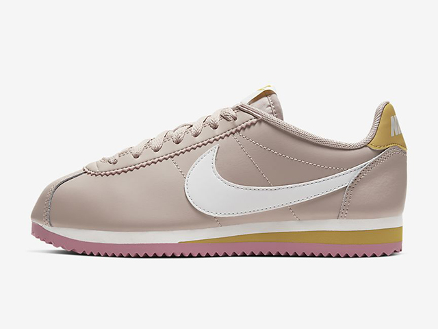 Accesorios arrebatar Ladrillo  The Latest Nike Cortez Features a Nude Exterior With Pink Accents