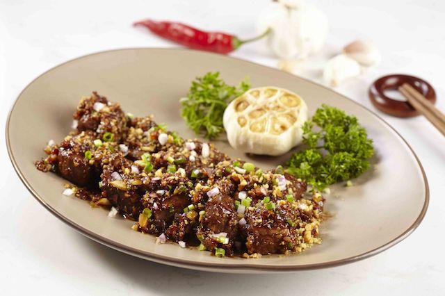 Beef Tenderloin with Crispy Garlic