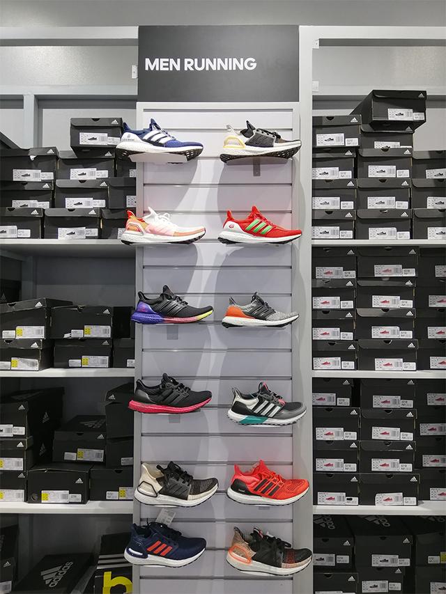 extraño espíritu Todopoderoso  Where to Buy Adidas Sneakers for Less