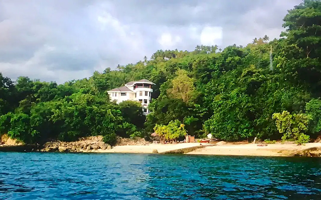 Looking for a Beachfront Villa?