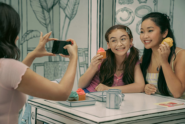 In Seoul, Lara Jean Covey (Lana Condor) got to enjoy cupcakes with her sisters Margot (Janel Parrish) and Kitty (Anna Cathcart) at the Instagram-worthy Greem Café.
