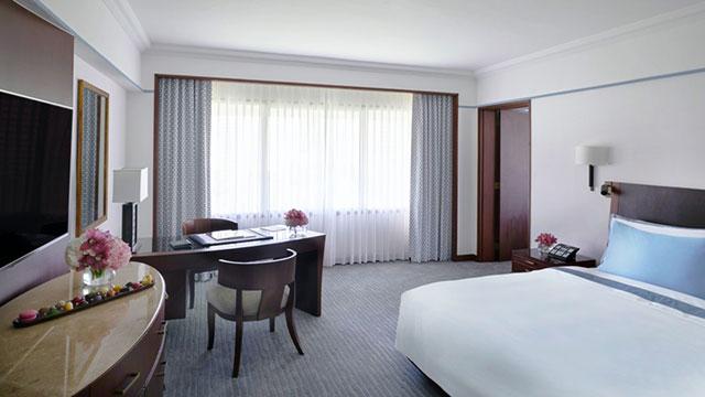 Metro Manila Hotel