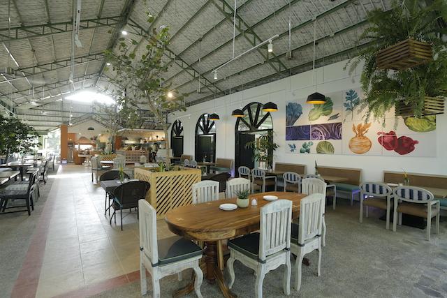 Tagaytay Restaurant: Farmer's Table outdoor dining area