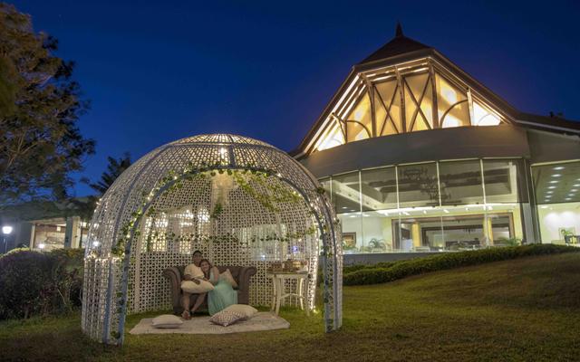 Tagaytay Hotel: Taal Vista dine under the stars