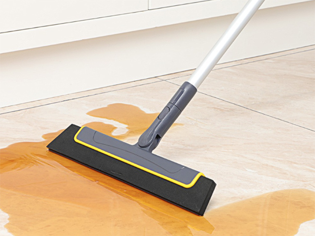 Bathroom cleaning tools: Rotatable Magic Wiper from Boomjoy