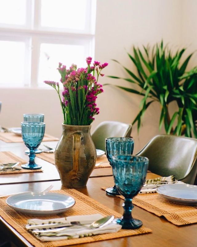 Table presentation with teal goblets and flowers