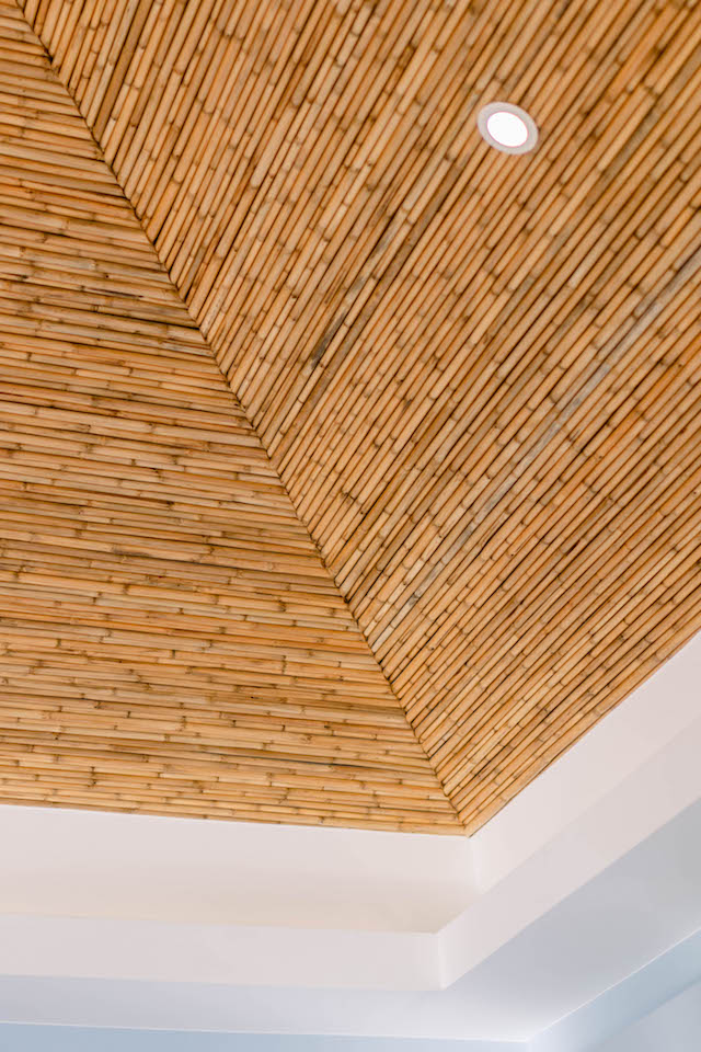 Presello House: Balai Tropicale's ceiling and eaves are made of tiger grass reeds