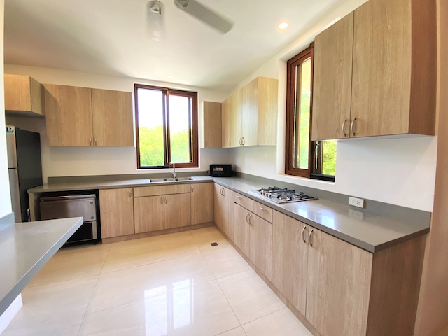 Presello House: Balai Tropicale's kitchen countertops