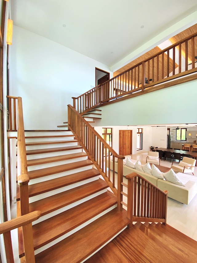 Presello House: Balai Tropicale's staircase is made of dalingdingan wood
